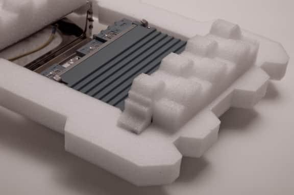 Fixare cu separatoare din spuma EPE pentru componente electronice