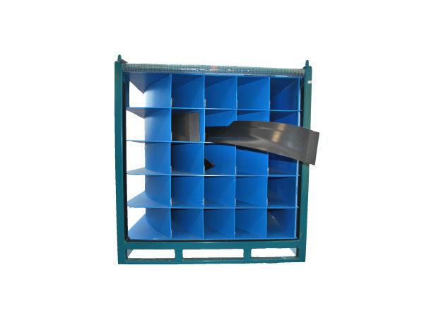 Container metalic cu separatoare din plastic alveolar