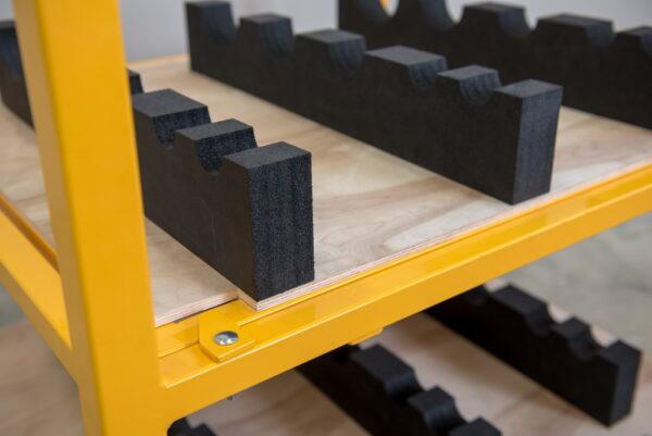 Stelaj metalic cu separatoare din spuma de PE - detaliu