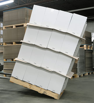 Non-slip sheets/packaging from corrugated cardboard