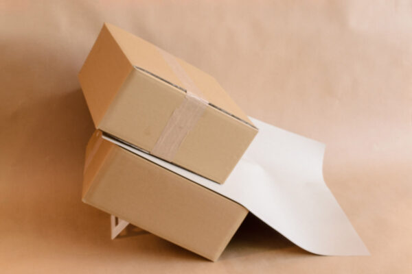 Non-slip sheets/packaging from paper