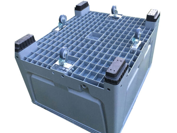 Rigid pallet container with wheels