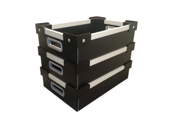 Cellular polypropylene boxes with plastic corners and aluminum U frame – stacking example