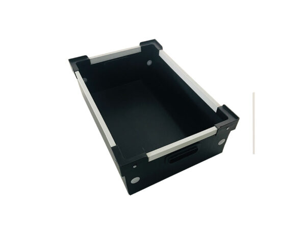 Cellular polypropylene boxes with stacking corners and aluminum U frame